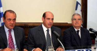 Η διοικητική τριανδρία του ΣΕΒ: Ο αντιπρόεδρος κ. Δημήτρης Δασκαλόπουλος (αριστερά)